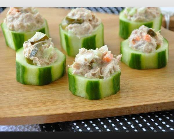 Cucumber cups stuffed with spicy crab for Weight Loss